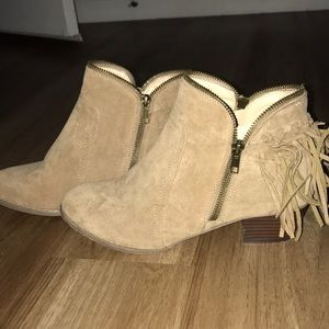 Windsor low ankle boot / bootie 10